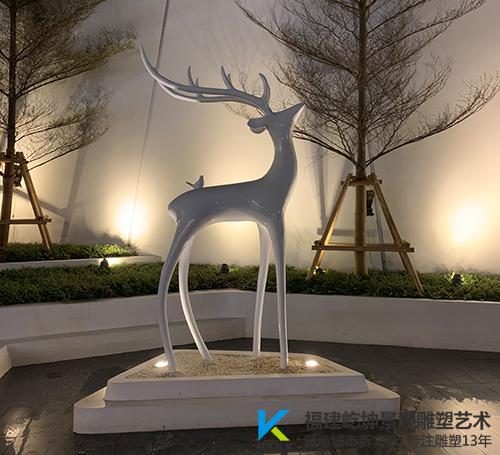 龙岩融创观樾台不锈钢鹿雕塑